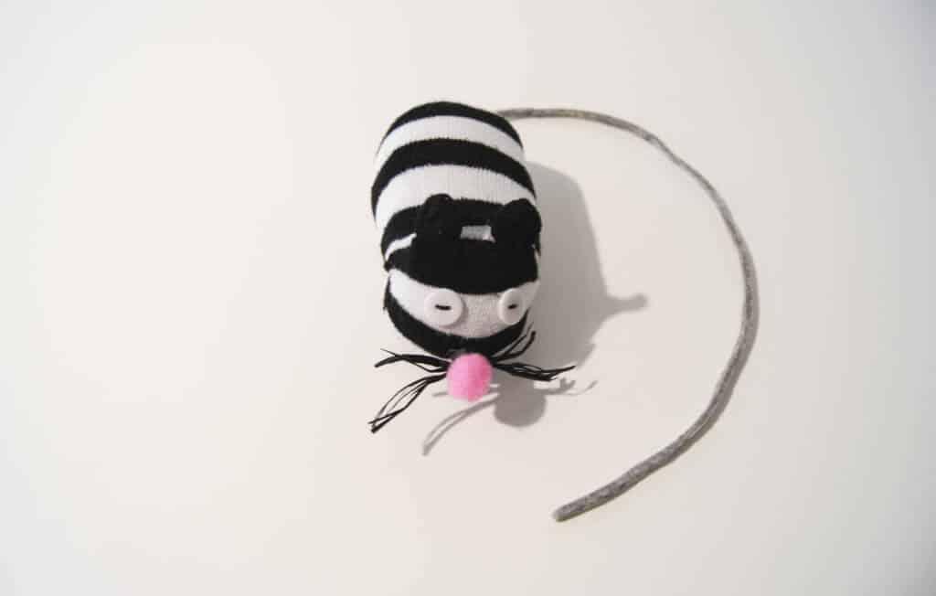 Katzenspielzeug Sockenmaus mit Katzenminze