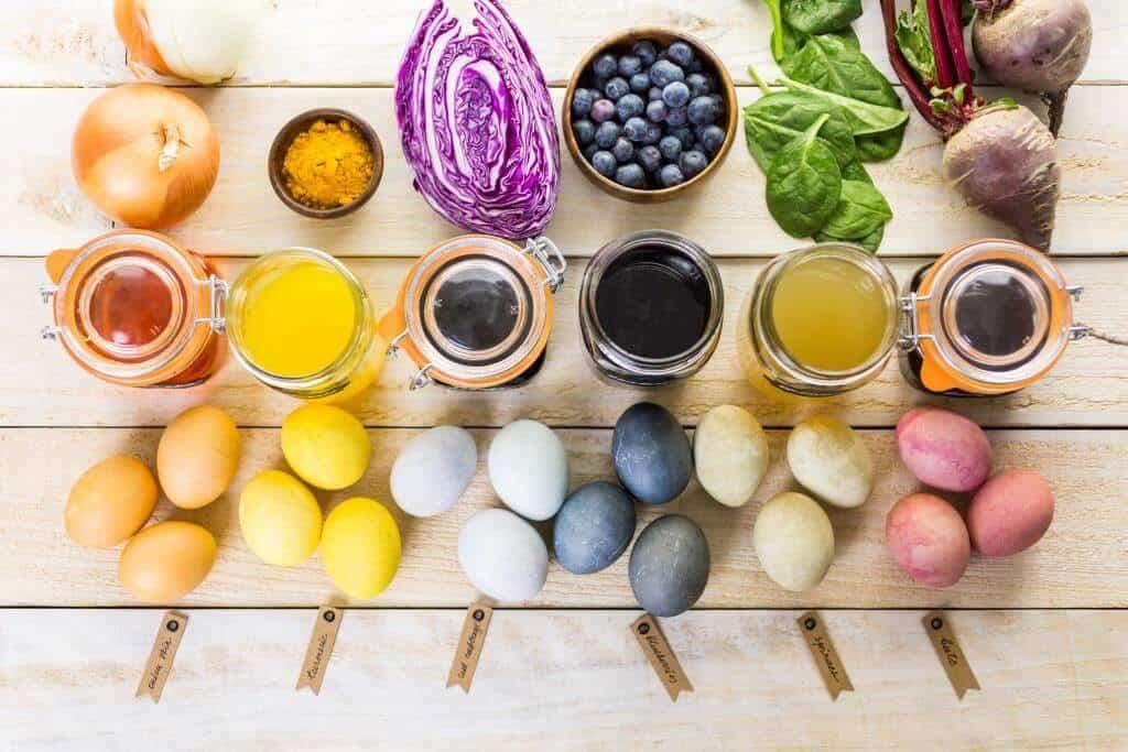 Eier Färben auf natürliche Art